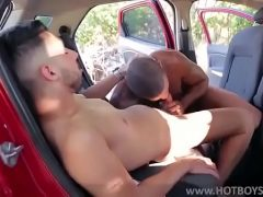 Gay dando o cu no mato com vontade