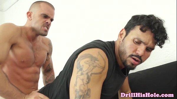 Gay transando sem camisinha com o camarada ativo