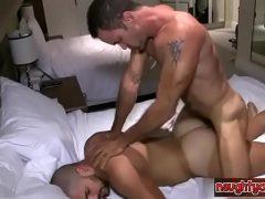 Hétero safado tomando socadão no cu